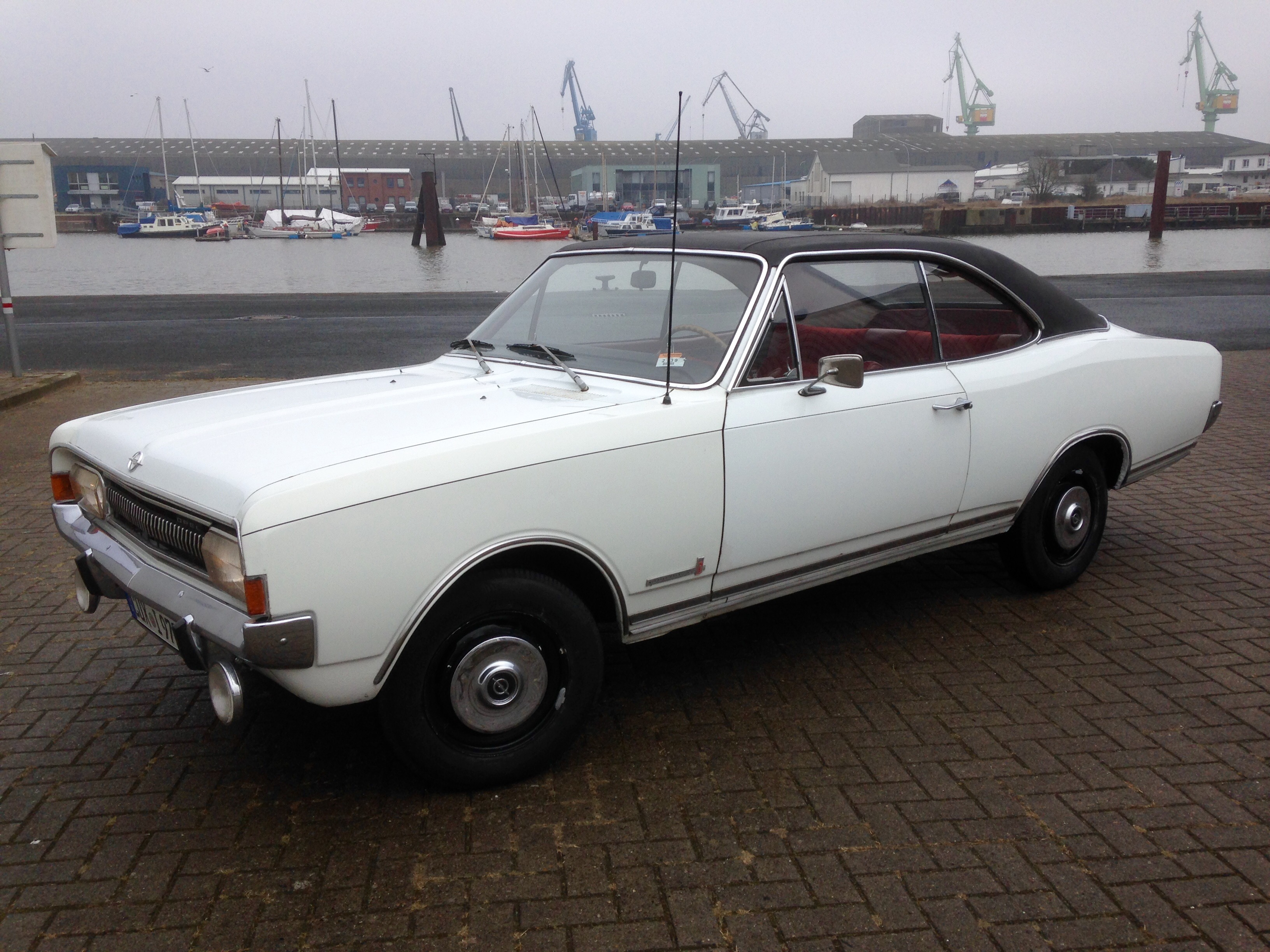 Commodore A coupe.jpg
